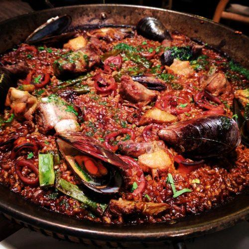 Barcelona food guide - paella